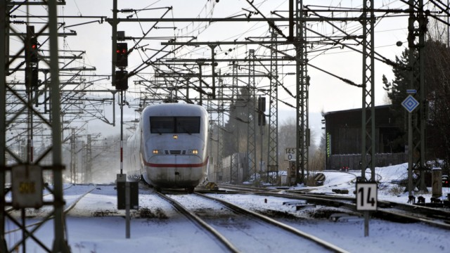 Schnee behindert Bahnverkehr