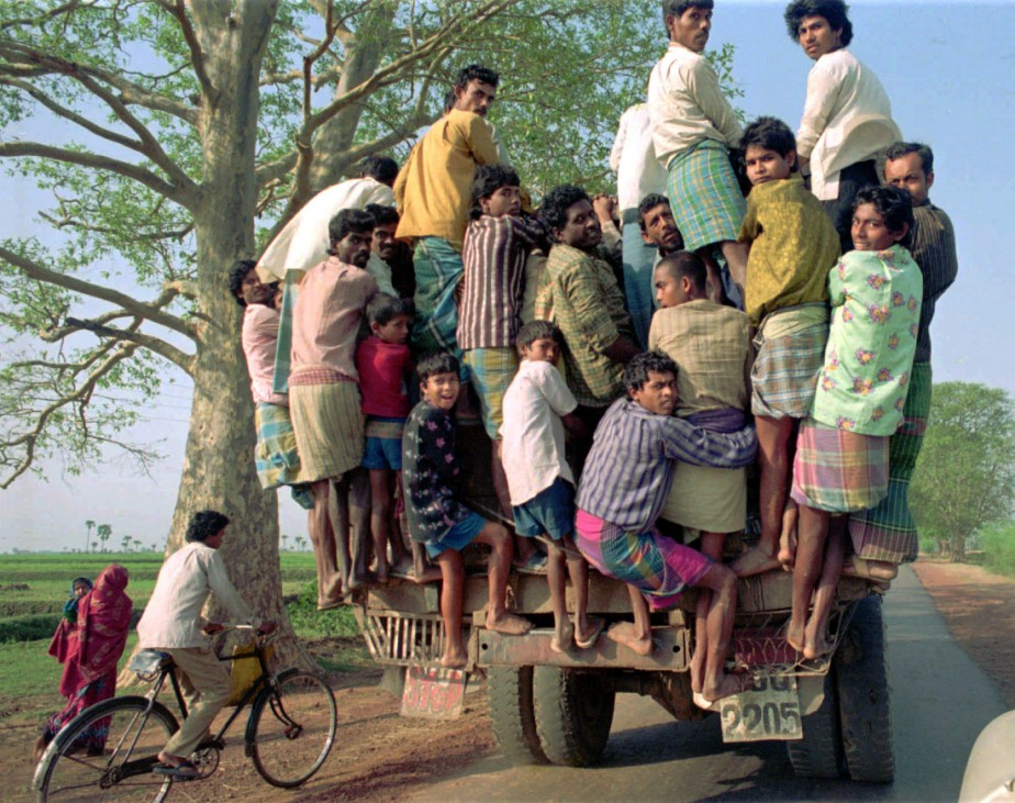 Skurrile Reisefotos, lustige Bilder Kategorie Reise: Inder auf einem Lastwagen bei Kalkutta, 2000
