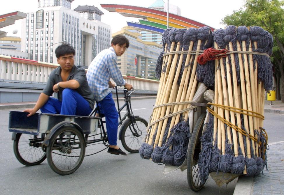 Skurrile Reisefotos, lustige Bilder Kategorie Reise: Dreirad passiert in Peking beladenes Fahrrad
