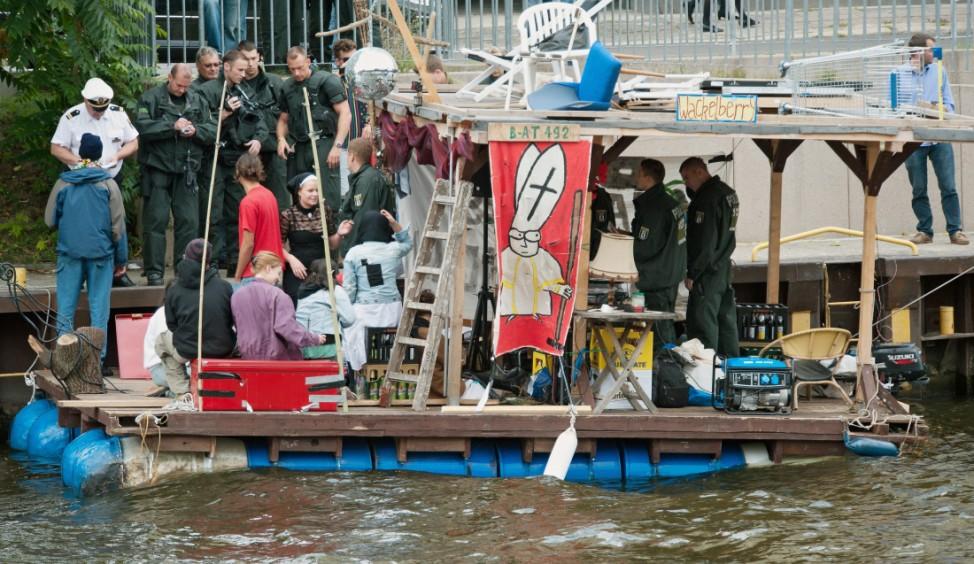 Papst Benedikt XVI. besucht Deutschland - Demonstration