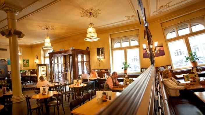 Cafe Voilˆ, Lokale Größe