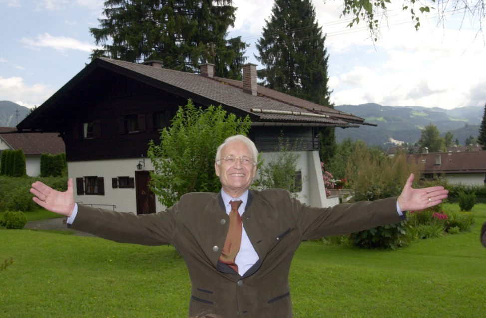 Edmund Stoiber besucht sein Elternhaus, 2002