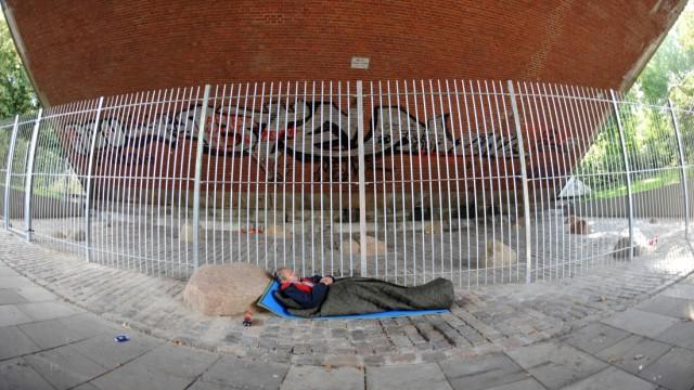 Proteste gegen Absperrung von Obdachlosenschlafplatz