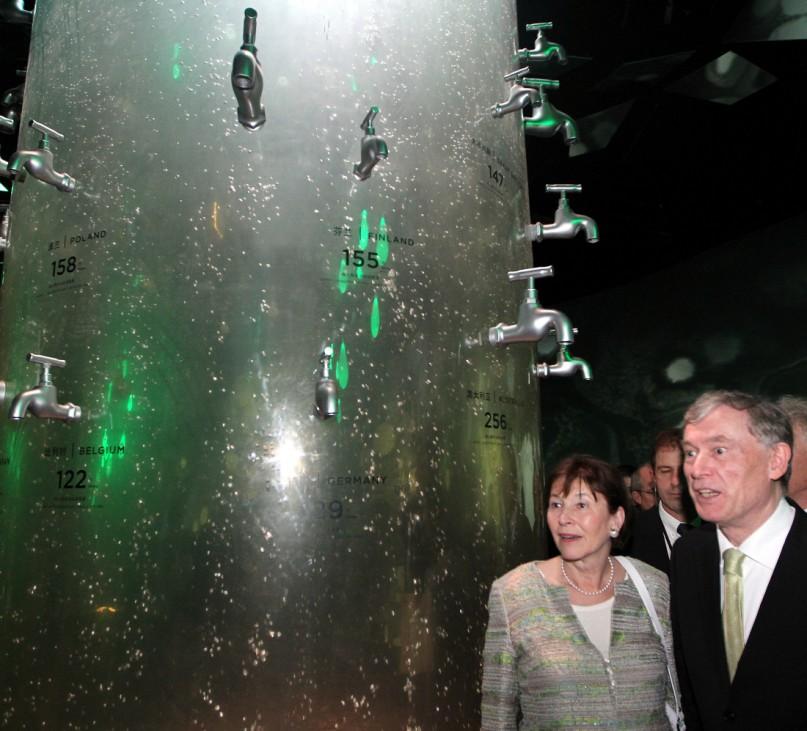 """Bundespräsident Horst Köhler besucht Expo in Shanghai """"Urban Planet""""-Pavillon"""