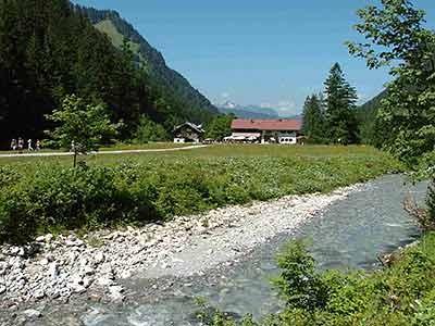 Der flache Almboden mit dem Oytalhaus, Herbke