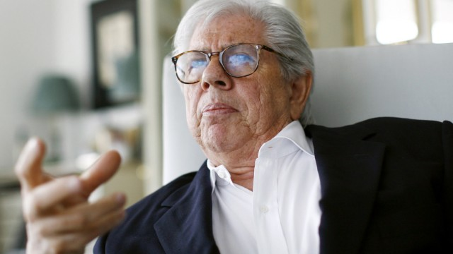 Carl Bernstein gestures during an interview in his apartment in New York