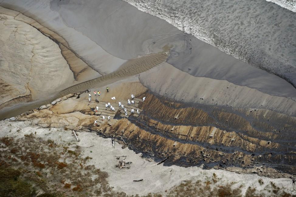 More Oil Spills From Stricken Cargo Ship