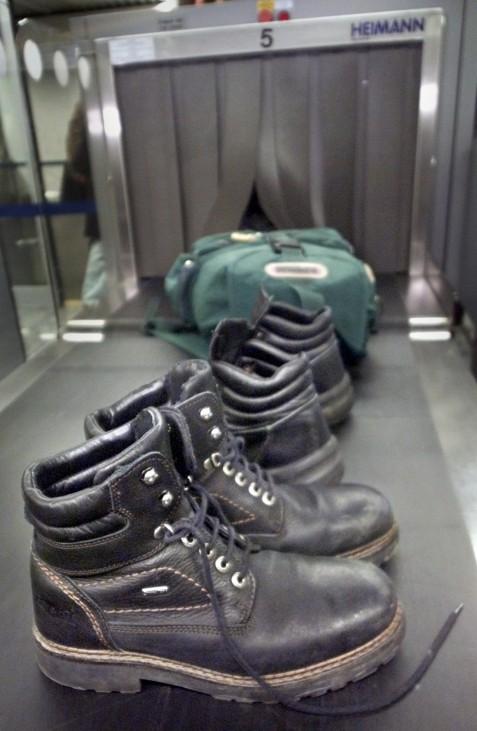 Röntgengerät am Flughafen wird zur Schuhuntersuchung eingesetzt