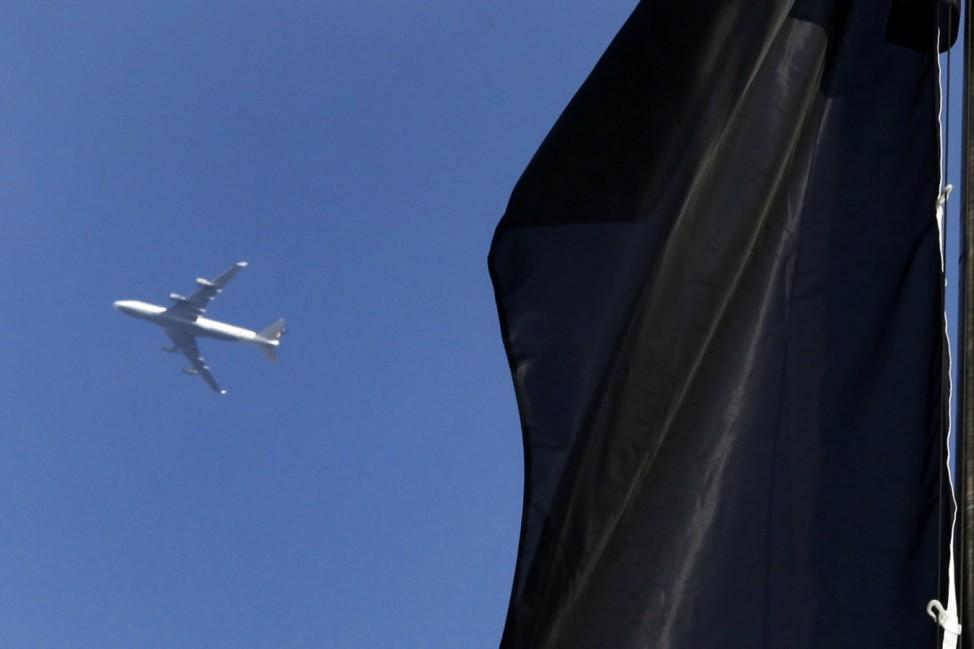 Mainz hisst Trauerflagge als Protest gegen Fluglaerm