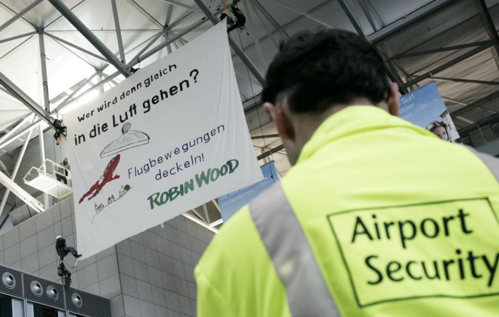 Robin Wood Aktion auf Frankfurter Flughafen