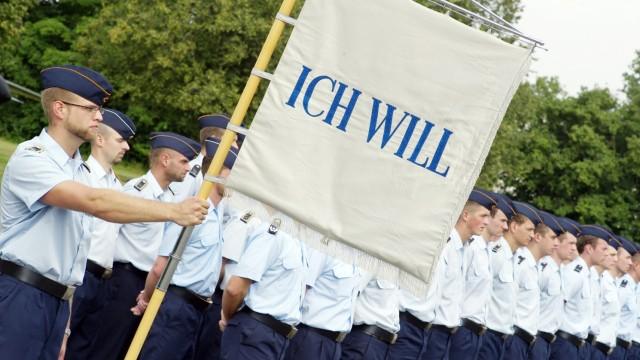 Bruck: Fliegerhorst Fürsty Verabschiedung 101. Offizierslehrgang