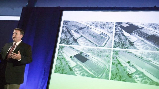 Facebook opens new server plant