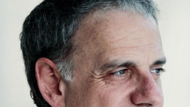 """US-Autor James Gleick im Gespräch: US-Wissenschaftsautor James Gleick: """"Natürlich macht uns der Überfluss an Informationen nervös."""""""