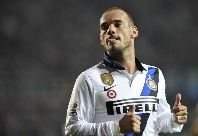 Inter Milan's Sneijder celebrates after scoring against Atalanta during their Serie A soccer match in Bergamo
