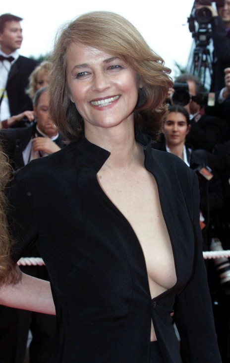 """BRITISH ACTRESS CHARLOTTE RAMPLING SMILES AS SHE ARRIVES FOR SCREENING OF JAPANESE DIRECTOR KORE-EDA HITOKAZU'S FILM """"DISTANCE"""" AT 54TH CANNES FILM FESTIVAL"""