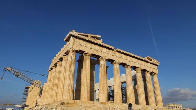 Concerns over future drop in tourism to Greece