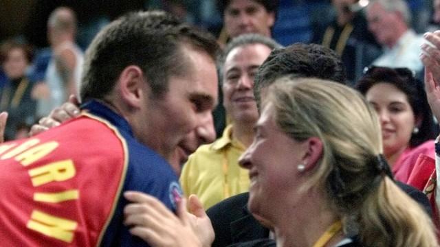Skandal im spanischen Hochadel: Der Handballer und die Prinzessin: 1997 ehelichte Iñaki Urdangarín Infantin Cristina von Spanien - und wurde damit zum Königsschwiegersohn.