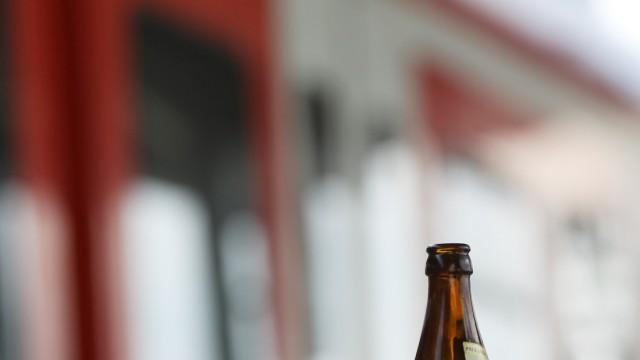 Symbolfoto: Alkohol im Öffentlichen Nahverkehr, 2011