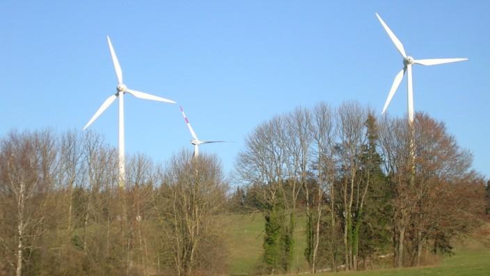 Windrad, Windräder, Windkraft: Der Kreistag von Starnberg und die Gemeinde Berg gesichtigen die Windkraftgemeinde Wildpoldsried. Foto: Sabine Bader