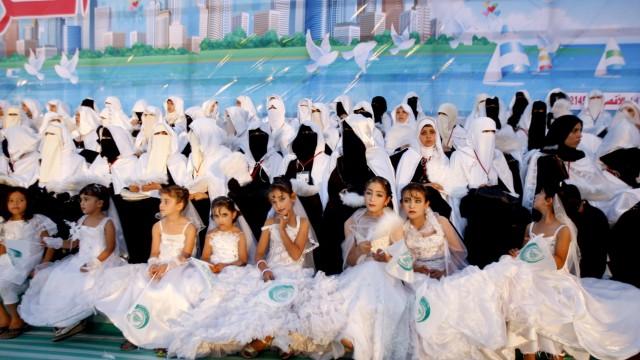 MIDEAST-PALESTINIANS-ISRAEL-GAZA-WEDDING