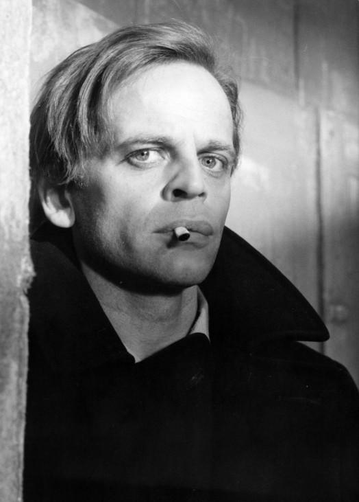 "Klaus Kinski in dem Film \""Circus of Fear/Das Rätsel des silbernen Dreiecks\"""