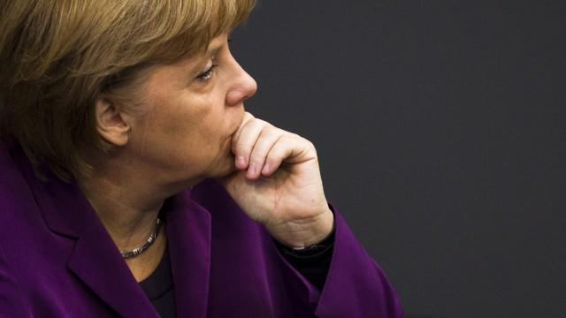 Deutschland und Euro-Bonds: Merkel wird am Donnerstag mit Frankreichs Staatspräsident Nicolas Sarkozy und dem italienischen Ministerpräsidenten Mario Monti zu einem Gespräch über die aktuelle Lage und die Pläne der neuen römischen Regierung zusammenkommen.
