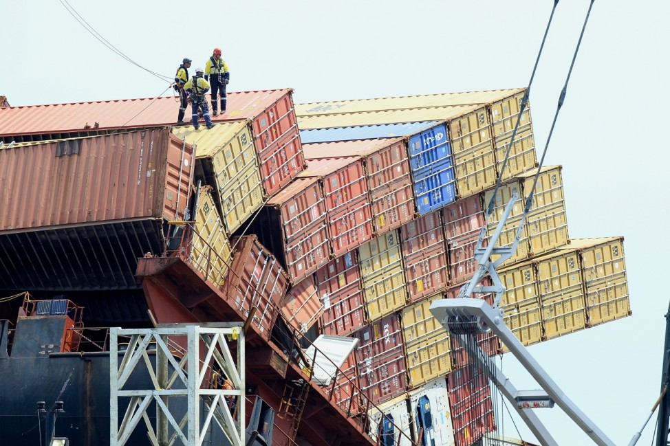 BESTPIX  Container Removal From Stricken Ship Continues