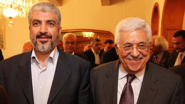 Palästinenser-Präsident Mahmud Abbas und der Exil-Führer der Hamas, Khaled Meschal