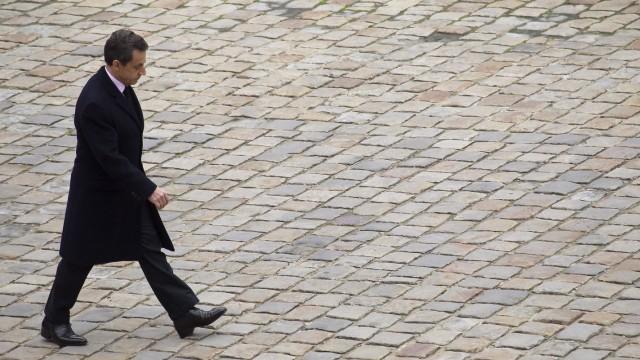 French President Nicolas Sarkozy reviews troops