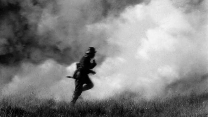 Deutscher Soldat bei Gaseinsatz, 1918