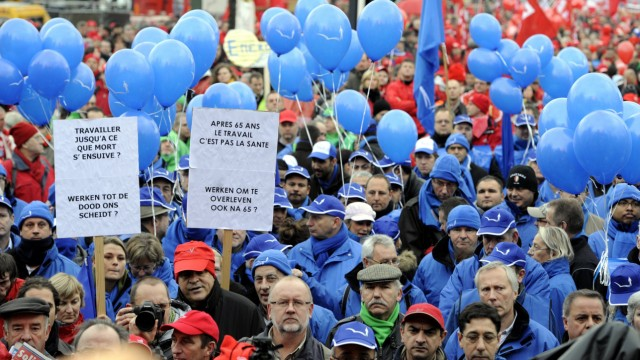 Politik kompakt: Tausende protestierten in Belgien gegen von der neuen Regierung beschlossenen Einsparungen.