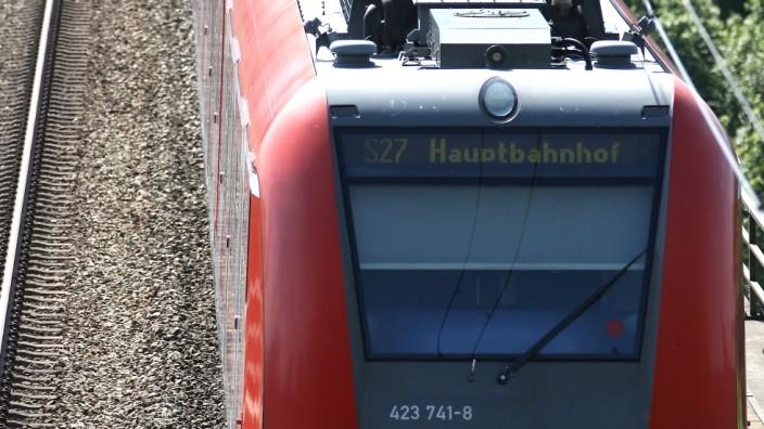S-Bahn auf der Großhesseloher Brücke, 2011