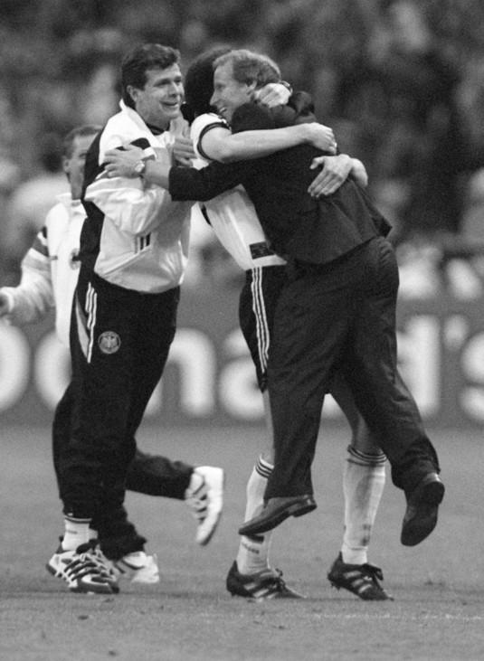 Berti Vogts bejubelt Europameisterschaft, 1996