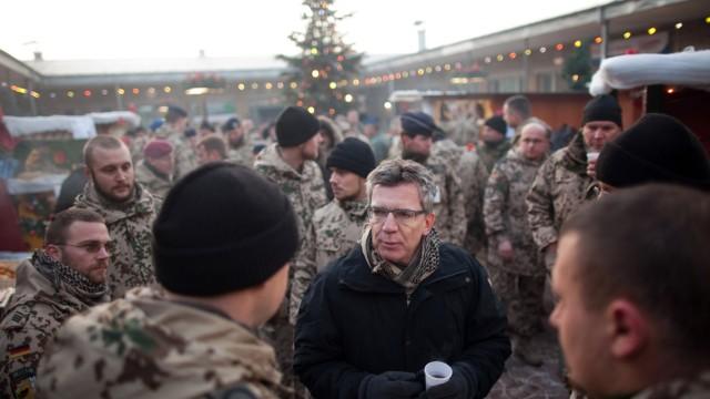 Verteidigungsminister Thomas de Maiziere besucht Afghanistan