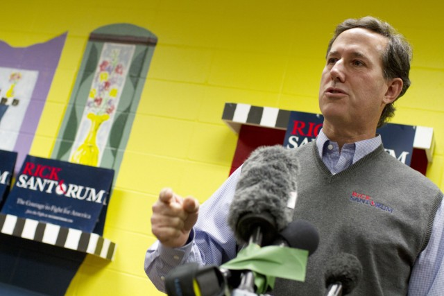 Republican presidential candidate Santorum speaks to supporters in Indianola