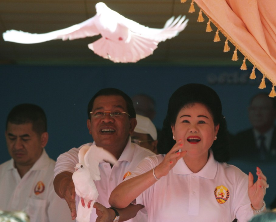 Cambodian PM Hun Sen and his wife release doves into the sky at the CPP headquarters in Phnom Penh