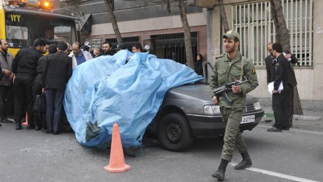 Zerstörtes Auto des Atomwissenschaftler Roshan in Iran