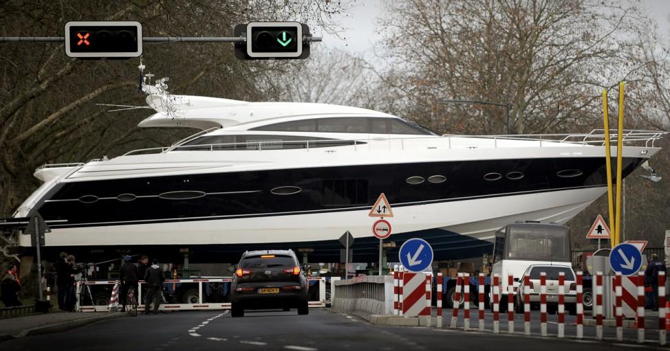 Anlieferung zur Messe 'Boot'