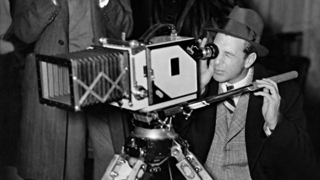 Gary Cooper hinter der Kamera in Babelsberg, 1938   Gary Cooper behind the camera in Babelsberg, 1938
