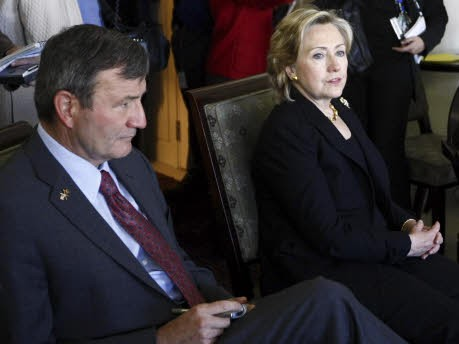 Karl Eikenberry Hillary Clinton, Reuters