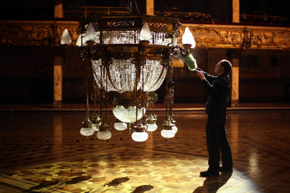 *** BESTPIX *** Cleaners Give Blackpool Tower Ballroom A Good Spring Clean