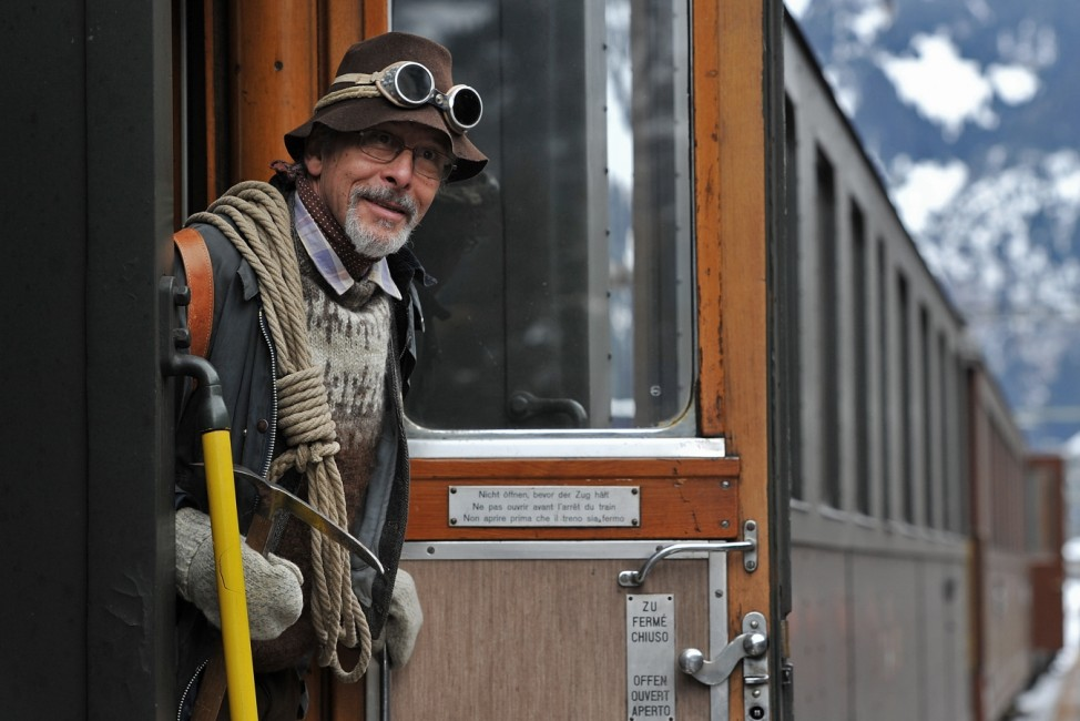 Belle Epoque Enthusiasts Gather For Winter Outing