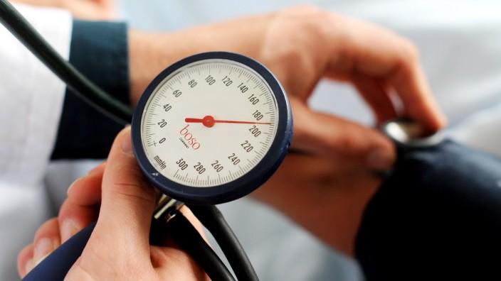 Blutdruck-Messung - für Hypertonie gelten neue Grenzwerte