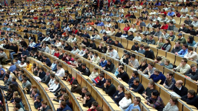 NRW-Regierung will Studiengebühr zum Wintersemester