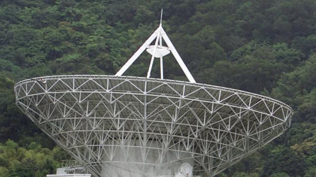 Satellitenschüssel am Yangming in Taipei