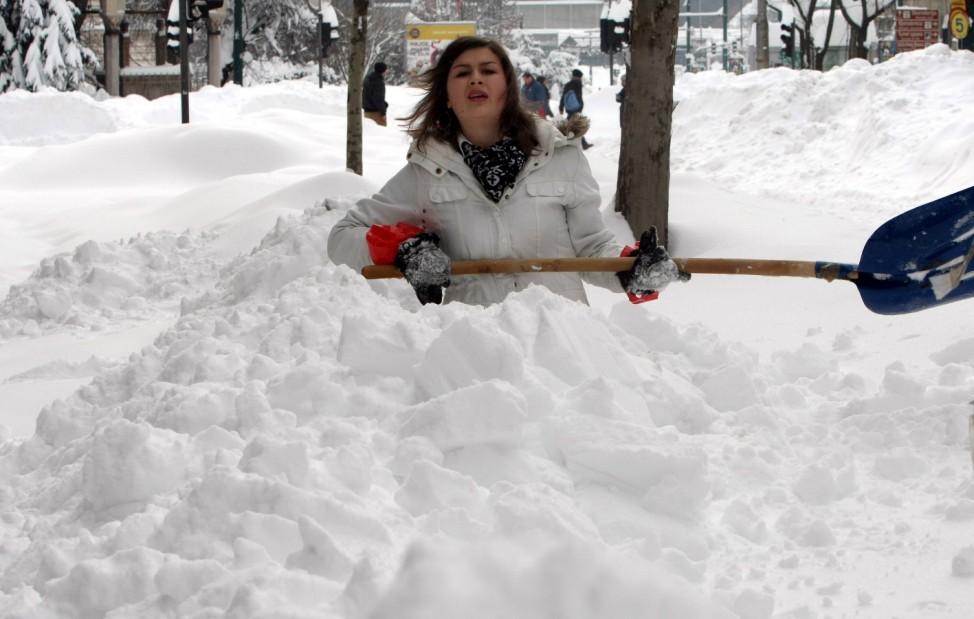 Snow paralyses the traffic in Sarajevo