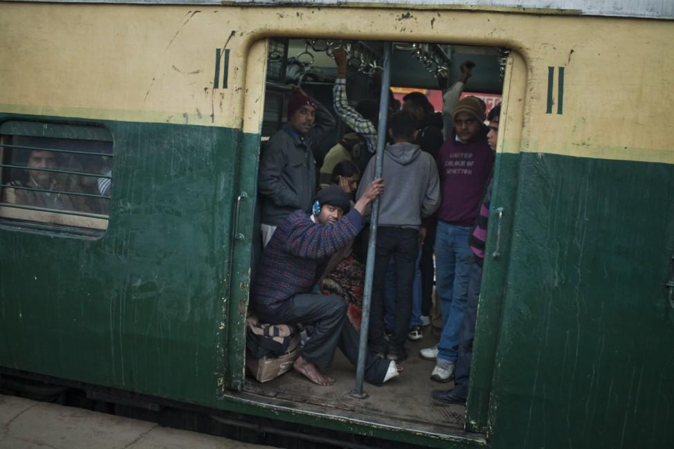 Daily Life At Nizamuddin Railway Station