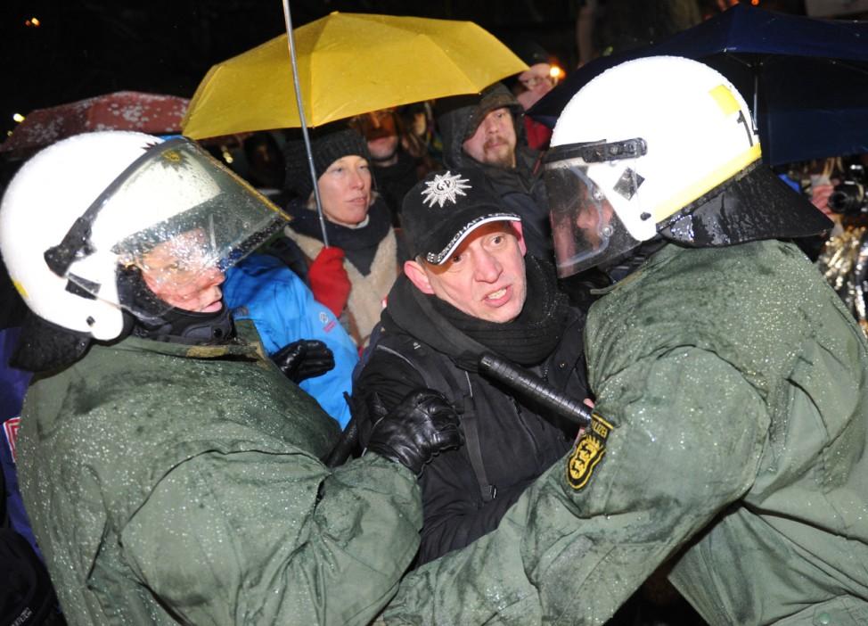Stuttgart 21 - Polizei räumt Protestcamp
