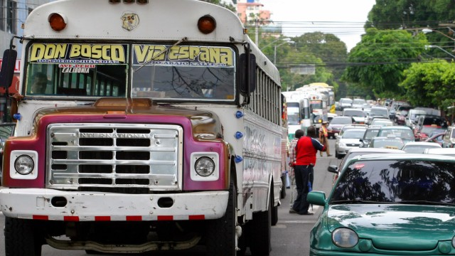 Bus drivers protest throughout Panama's main avenues