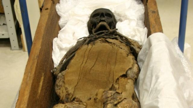 600 Jahre alte Mumie: Rosalinde und ihre rotledernen Stiefel.